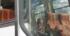 报废巴士一角图片
