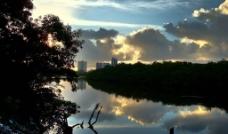 日落湖畔图片