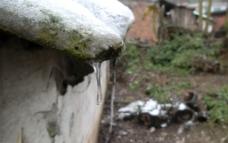 屋檐冰吊冰雪结冰图片