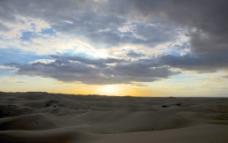 沙漠的黄昏图片