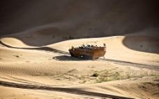 沙漠里的海盗船图片