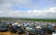 蒙古国草原上的停车场图片