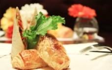 酥皮三文鱼蓉卷配墨西哥饼图片